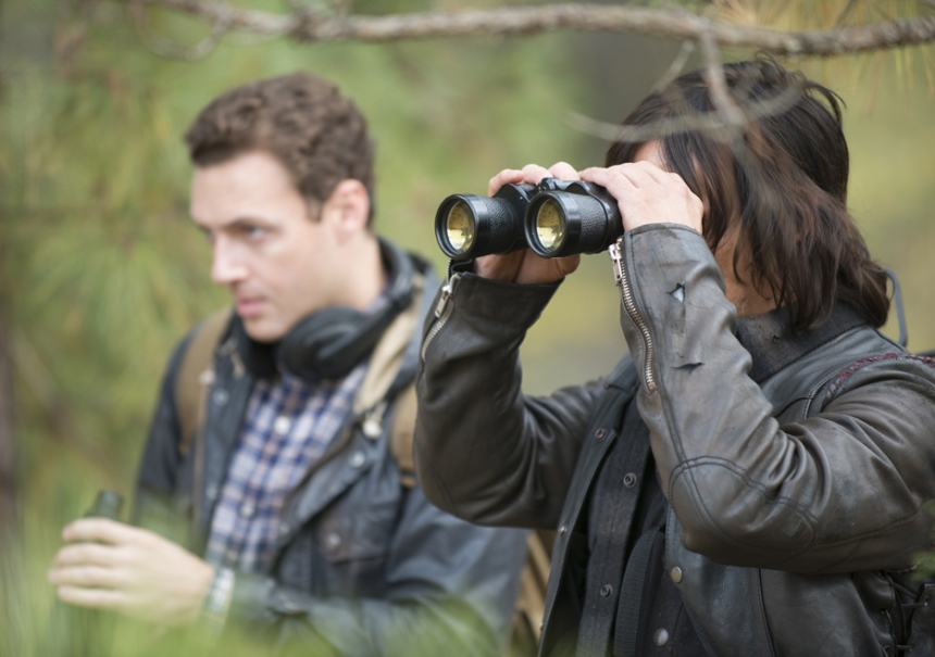 the-walking-dead-episode-516-aaron-marquand-daryl-reedus-935