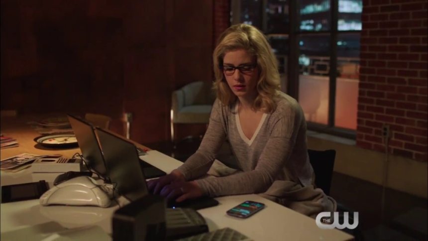arrow-a-w-o-l-trailer-the-cw-hd-720p-mp4_000012262