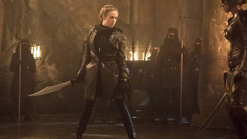 Caity-Lotz-as-Sara-Lance-In-Legends-of-Tomorrow-Left-Behind-Fighting