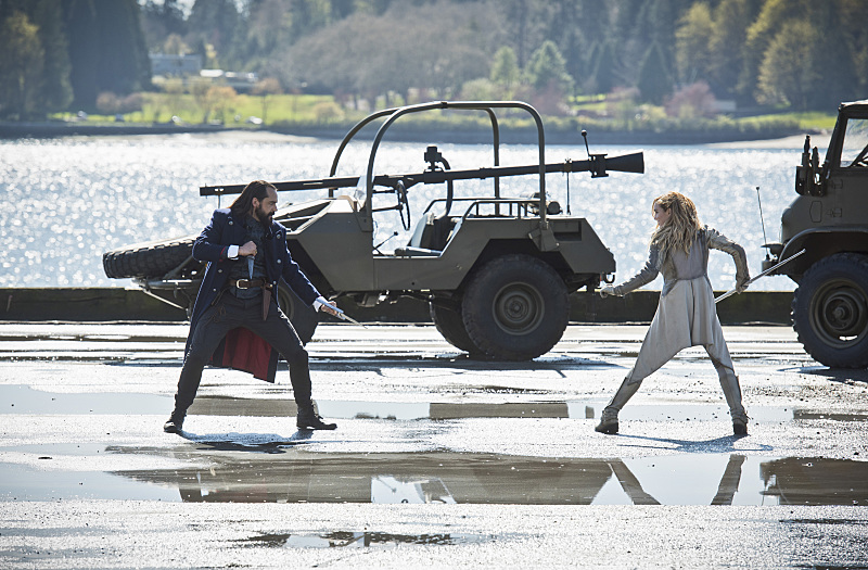 "DC's Legends of Tomorrow --""Legendary""-- Image LGN116b_0275b.jpg Pictured (L-R): Casper Crump as Vandal Savage and Caity Lotz as Sara Lance/White Canary -- Photo: Dean Buscher/The CW -- © 2016 The CW Network, LLC. All Rights Reserved."