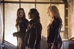 the-flash-invincible-image-katie-cassidy-carlos-valdes-danielle-panabaker