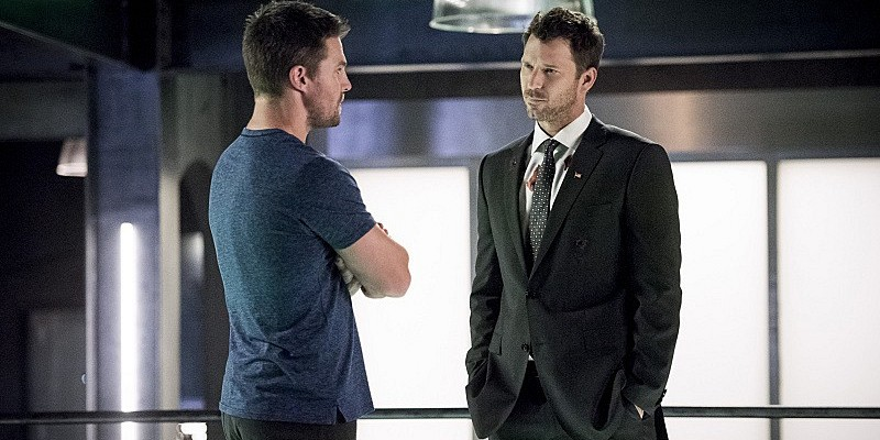 stephen-amell-and-wil-traval-in-arrow-season-5