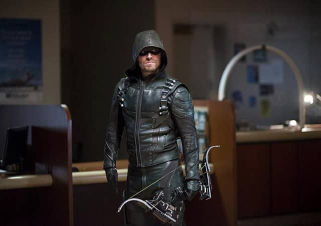stephen-amell-as-oliver-queenthe-green-arrow-on-arrow_tyh6-640