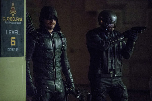 """Arrow -- """"What We Leave Behind"""" -- Image AR509b_0195b.jpg -- Pictured (L-R): Stephen Amell as Oliver Queen/The Green Arrow and David Ramsey as John Diggle/Spartan -- Photo: Jack Rowand/The CW -- © 2016 The CW Network, LLC. All Rights Reserved."""