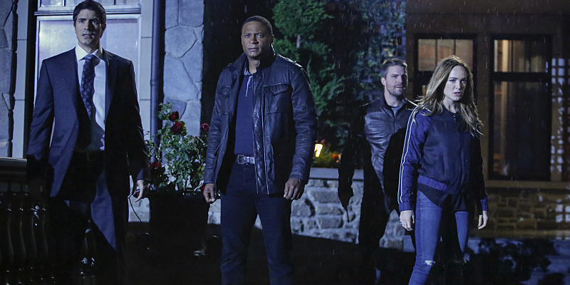brandon-routh-david-ramsey-stephen-amell-and-caity-lotz-in-arrow-season-5