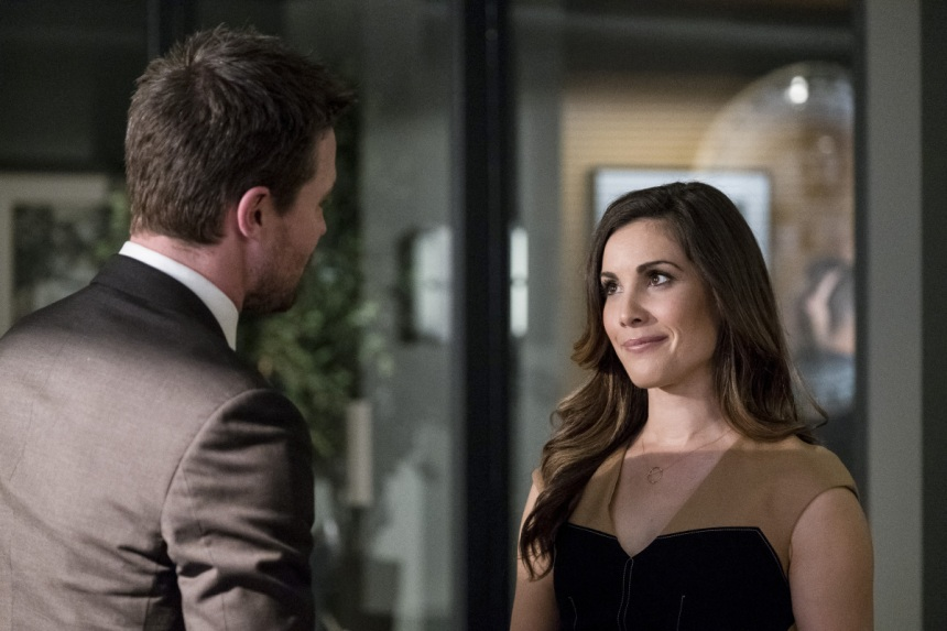 "Arrow -- ""Bratva"" -- Image AR512a_0053b.jpg -- Pictured (L-R): Stephen Amell as Oliver Queen and Carly Pope as Susan Williams -- Photo: Cate Cameron/The CW -- © 2017 The CW Network, LLC. All Rights Reserved."