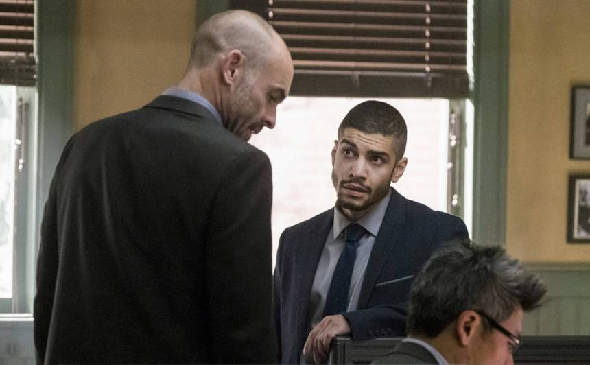 rs_1024x634-170214190338-1024x634-arrow-rick-gonzalez-paul-blackthorne-arrow-lp-21417